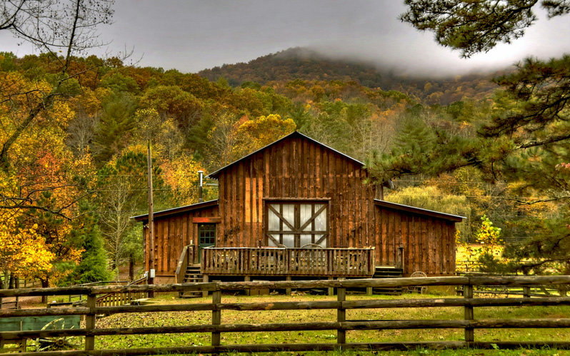 Custom barn 64 acres love those mountains love those for Large cabins in north georgia mountains